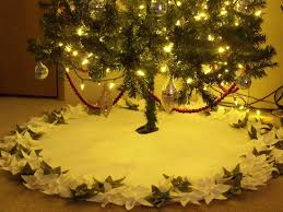 felt poinsettia tree skirt 7 steps with pictures