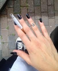 cigarette om om symbol finger