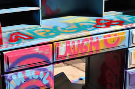 How To Graffiti With Spray Paint - how to spraypaint graffiti furniture