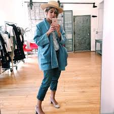how to take a mirror selfie popsugar fashion