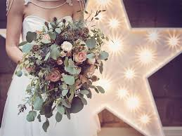 wedding bouquet ideas magical winter wedding bouquet ideas how flowers do that