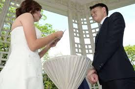 reddit worst wedding newlyweds share wedding photos gone awry post goes viral on