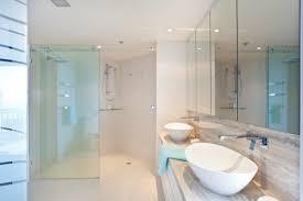 kleine badezimmer lã sungen kleines bad dachschrä diese duschen lösen 5 platz probleme