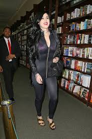 Barnes And Noble Book Signings Nyc Fashion Disasters Kat Von D Wore A Wetsuit To Her Book Signing