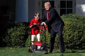 Donald Trump Homes by Donald Trump Let An 11 Year Old Mow The White House Lawn Money