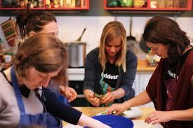 cours de cuisine en groupe les formules de cours de cuisine à naturelle