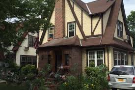 Trump Home Donald Trump U0027s Childhood Queens Home Appears As 725 Night Airbnb
