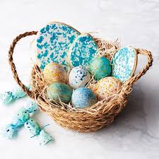 egg decorating supplies this brilliant trick to decorating easter eggs turns mess into