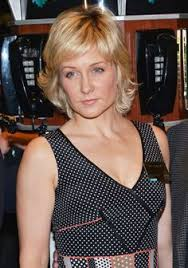 amy carlson new short haircut on blue bloods love the hair color and style of amy carlson hairstyles i love
