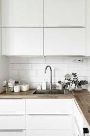 cuisine blanche et plan de travail bois tourdissant plan de travail cuisine gris anthracite avec cuisine