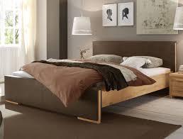 Schlafzimmer Bett Ecke Schlafzimmer Ideen Braunes Bett Mobelplatz Com