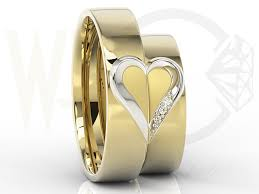 obraczki slubne obrączki ślubne z sercem z żółtego i białego złota w damskiej