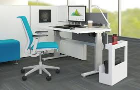 Sit To Stand Desk 4 Benefits Of The Sit To Stand Desk Office Designs