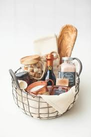 cooking gift baskets how to buy a last minute wedding gift that the happy will