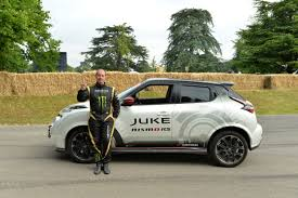 nissan kicks vs juke nissan juke nismo rs sets two wheeled record at goodwood
