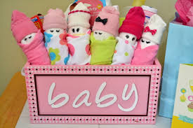 homemade baby shower gift ideas in baskets or bags