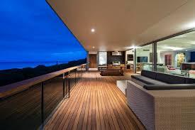 balkon handlauf holz 102 balkongeländer ideen welches material und design