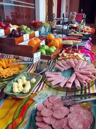desayuno buffet del hotel patio andaluz de quito ecuador