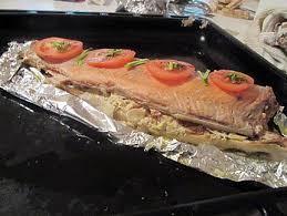 cuisiner un saumon entier recette de saumon entier farci au boursin