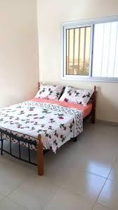 salle de bain dans la chambre chambre avec salle de bain et balcon privé dakar เซเนก ล booking com