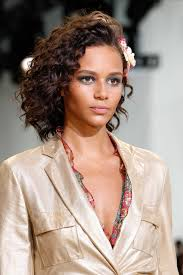 4 curly hairstyles for women of all ages