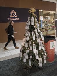 twelve oaks only area mall open on thanksgiving