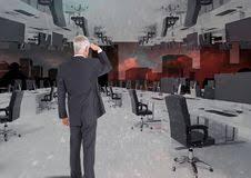 bureau inversé homme d affaires se tenant dans le bureau inversé dans les nuages