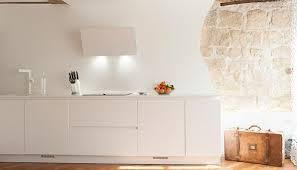 hotte de cuisine blanche hotte décorative design comme un point focal dans la cuisine