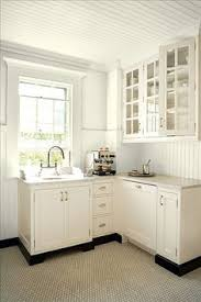 Toe Kick For Kitchen Cabinets by 9 Best White Cabs Black Toekick Images On Pinterest Kitchen