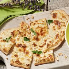 site de cuisine facile et rapide tarte flambée facile et rapide au fromage frais ail et fines