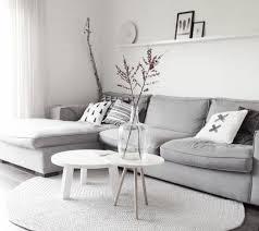 idee deco salon canap gris un salon en gris et blanc c est chic voilà 82 photos qui en