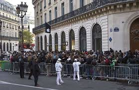 Apple Store Paris People Queue Up To Buy The New Apple Iphone 4s On The Day Of Its