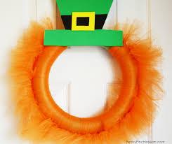 st patrick u0027s day leprechaun wreath easy diy holiday decor