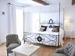 chambre lit baldaquin décoration relais et châteaux de berne villa medicis chambre