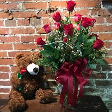 dozen roses eckert florist s dozen roses with in belleville il eckert
