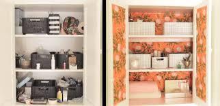 carta da parati su armadio come rendere nuovo un armadio usando della semplice carta da parati