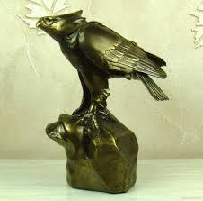2017 eagle and fish sculpture handmade resin hunting hawk statue