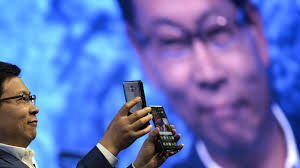 In Challenge China S Huawei Bets On Ai Phone In Challenge To Apple Samsung