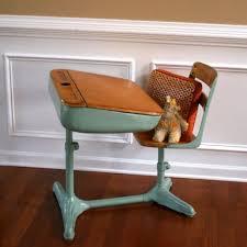 bureau enfant retro un bureau pour les plus petits vintage déco enfant bureau