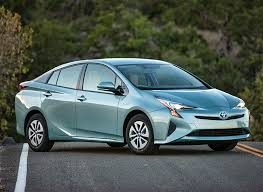 2007 toyota prius gas mileage toyota prius sets mpg standard in consumer reports tests