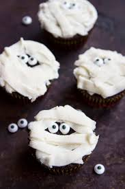mummy cakes halloween halloween cupcakes four ways chocolate hits