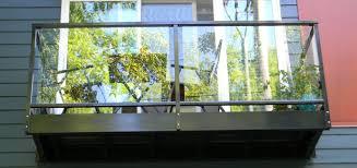 balkon metall geländer für terrasse und balkon eine kombination aus metall und