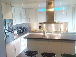 la cuisine du placard porte et aménagement de placard de cuisine sur mesure