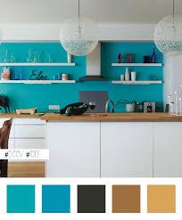 idee mur cuisine idée maline égayer une cuisine blanche en peignant le mur du cuisine