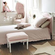 style chambre fille idées de déco chambre fille dans le style romantique très chic