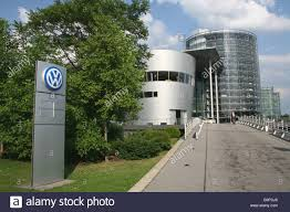 volkswagen headquarters glaserne manufaktur volkswagen transparent car factory dresden