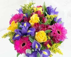 flowers delivered free uk flower delivery flying flowers online