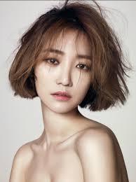 beauty go jun hee u0027s hair the coolest shaggy bob for asian