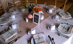 Table Setting by Very Creative And Unique Table Setting Using Burlap Table Runner