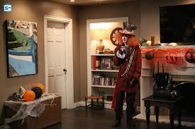 modern family halloween photos modern family season 8 promotional episode photos